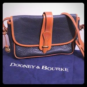 Vintage Dooney & Bourke Navy pebbled handbag